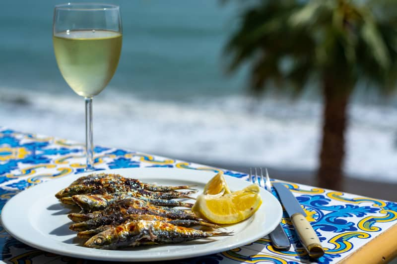 things to do in malaga, 3 day malaga itinerary, aperitivo with Malaga wine