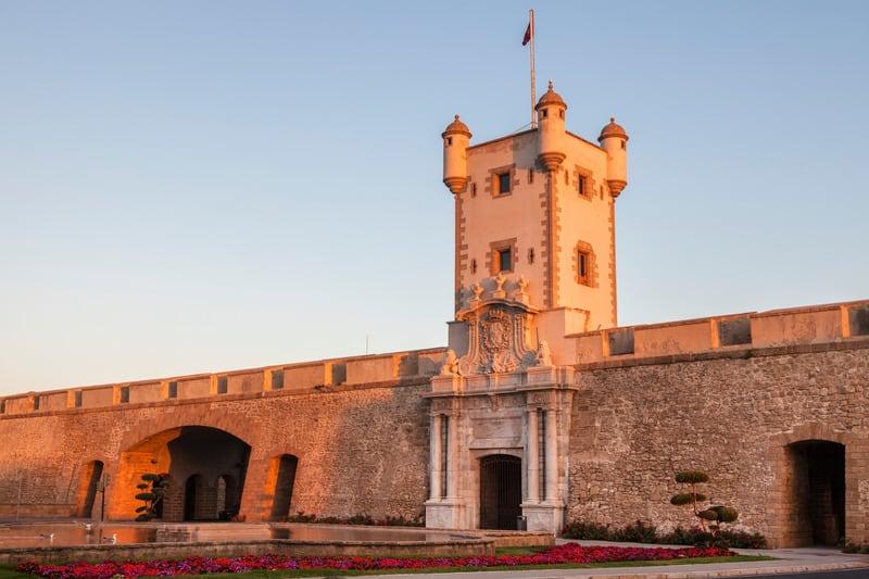 Things to do in Cadiz, Puerta de Tierra