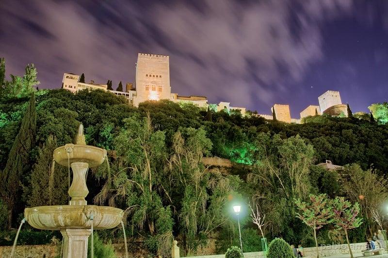 Things to do in Granada, Paseo de los Tristes