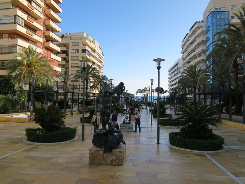 3 day itinerary Marbella, Walk along Avenida del Mar
