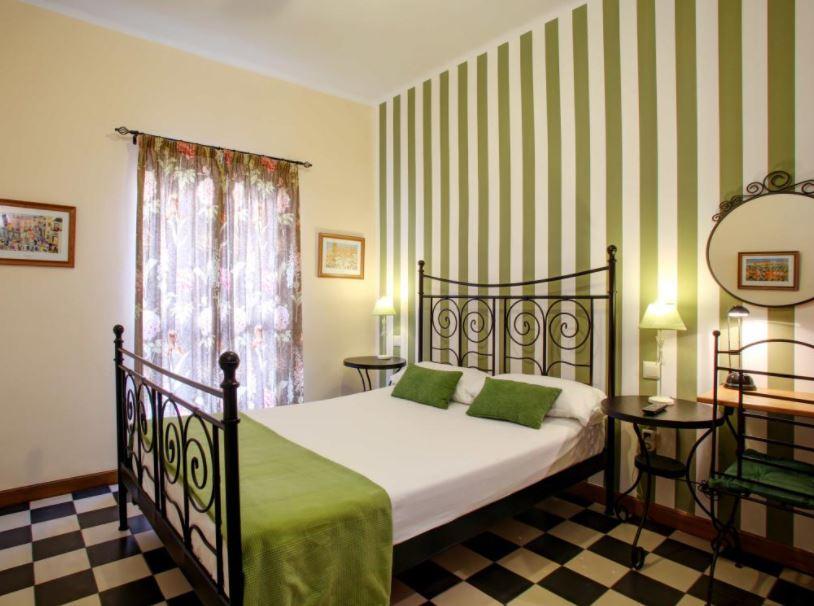 18 Best Cheap Hotels in Malaga, Málaga Lodge Guesthouse