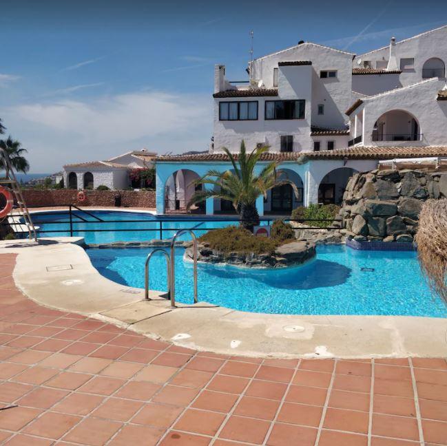 Spacious villas with private gardens in EL Capistrano, best holiday villas in malaga